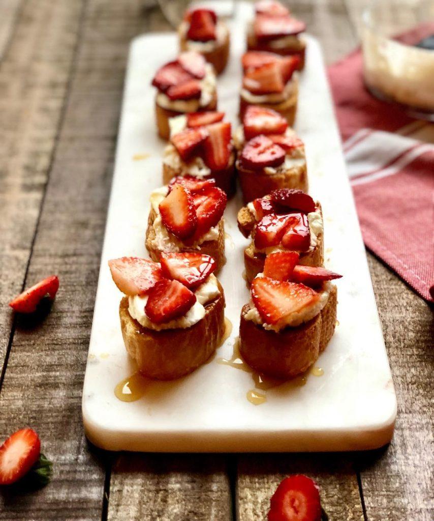 ricotta and balsamic strawberry crostini